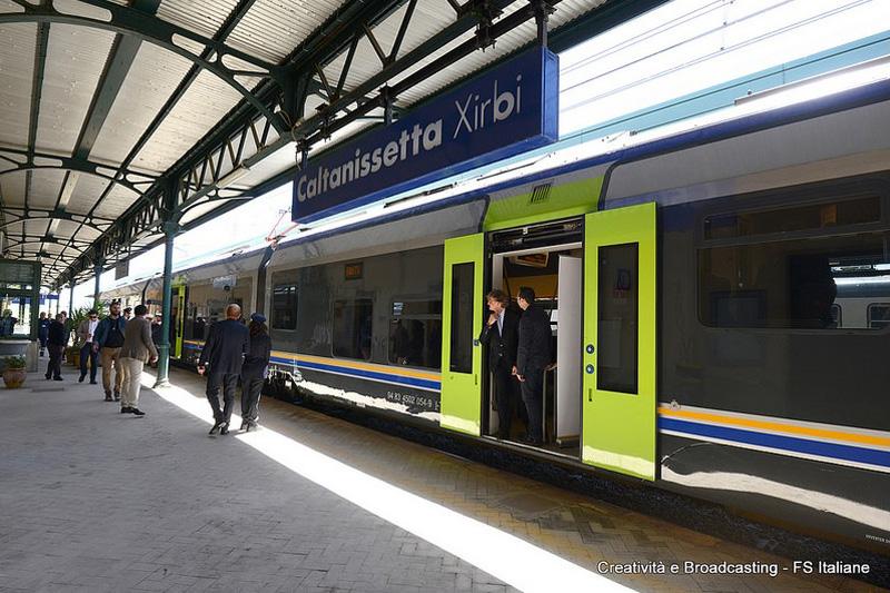 Il minuetto sulla tratta Palermo-Catania, stazione di Caltanissetta Xirbi