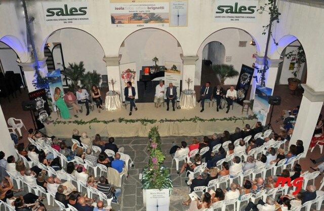 La platea della serata conclusiva del Premio letterario. Gli oltre 250 intervenuti hanno seguito la serata con grande interesse.