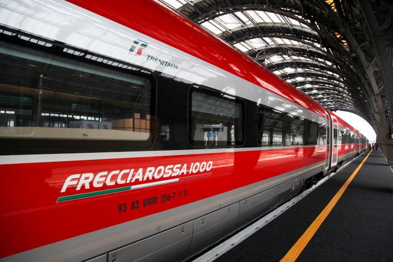 il-frecciarossa1000-in-banchina-alla-stazione-centrale-di-milano